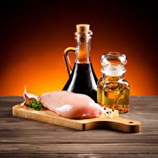 Fotos Fleischwaren Knoblauch Schneidebrett Flasche Einweckglas Lebensmittel