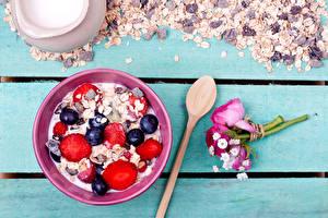 Hintergrundbilder Müsli Beere Sträuße Heidelbeeren Bretter Frühstück Löffel Lebensmittel