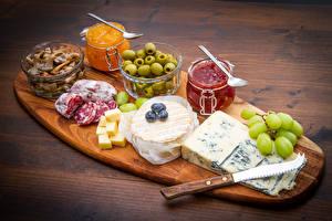 Hintergrundbilder Pilze Wurst Käse Oliven Powidl Messer Schneidebrett Einweckglas Löffel das Essen