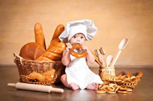 Fotos Backware Brot Säugling Küchenchef Mütze Weidenkorb Kinder