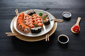 Hintergrundbilder Meeresfrüchte Sushi Teller Sojasauce