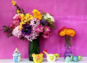 Bilder Stillleben Blumensträuße Narzissen Freesien Ranunkel Garten-Stiefmütterchen Vase Blüte