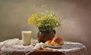 Hintergrundbilder Stillleben Sträuße Milch Brötchen Tisch Trinkglas Lebensmittel