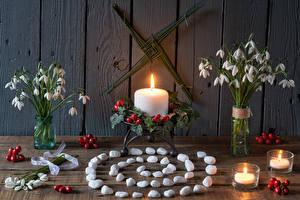 Hintergrundbilder Stillleben Blumensträuße Schneeglöckchen Kerzen Stein Beere Bretter Blüte