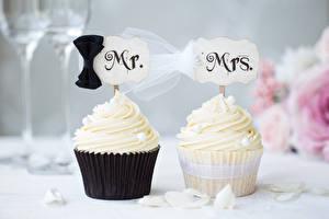 Fotos Süßigkeiten Törtchen Cupcake 2 Hochzeit Bräutigam Brautpaar Design Lebensmittel