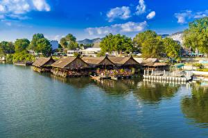 Bureaubladachtergronden Thailand Tropisch Huizen Rivieren Jachthaven Kanchanaburi een stad