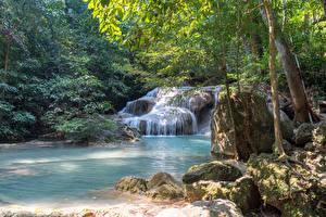 Sfondi desktop Thailandia Tropici Parchi Cascata Pietre Alberi Muschio Erawan Falls Kanchanaburi Natura