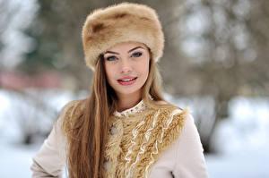 Fonds d'écran Hiver Châtain clair Chapeau d'hiver Visage Filles
