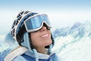 Fonds d'écran Hiver Chapeau d'hiver Lunettes Sourire Filles Sport