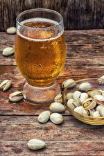 Bilder Bier Schalenobst Bretter Trinkglas Lebensmittel