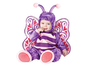 Bilder Schmetterling Weißer hintergrund Säugling Uniform Lächeln kind