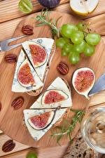 Fotos Weintraube Käse Echte Feige Nussfrüchte Schneidebrett