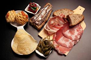 Hintergrundbilder Schinken Brot Oliven Fische - Lebensmittel Backware Schneidebrett Kartoffelchips