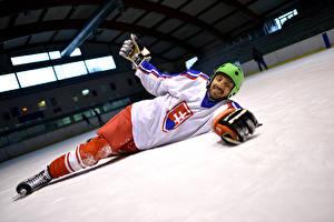 Обои Хоккей Мужчины Униформе Шлема Спорт