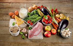 Fotos Fleischwaren Gemüse Milch Käse Pilze Äpfel Bretter Krüge Eier