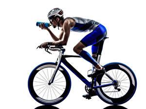 Hintergrundbilder Mann Weißer hintergrund Fahrräder Helm Uniform