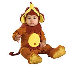 Bilder Affen Weißer hintergrund Junge Säugling Uniform Kinder