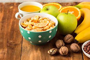 Fotos Müsli Schalenobst Äpfel Saft Obst Bretter Frühstück