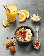 Fotos Müsli Schalenobst Fruchtsaft Obst Himbeeren Frühstück Trinkglas