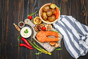 Pictures Seafoods Fish - Food Potato Bell pepper Vegetables Salmon Boards Cutting board Food