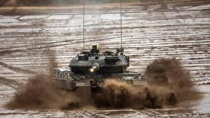 Bilder Panzer Schlamm Deutscher Leopard 2 A7