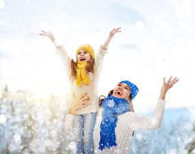 Hintergrundbilder Winter Kleine Mädchen Schnee Glückliches Hand Schal Kinder