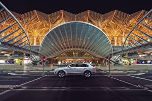 Bilder Bentley Seitlich 2018 Bentley Bentayga Hybrid Worldwide Autos