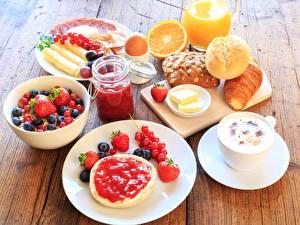Fotos Beere Brötchen Fruchtsaft Erdbeeren Heidelbeeren Frühstück Teller Lebensmittel