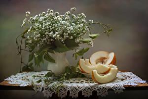 Fotos Blumensträuße Kamillen Melone Stillleben Tisch Vase Blumen