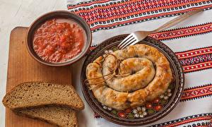Hintergrundbilder Brot Wurst Fleischwaren Schneidebrett Ketchup