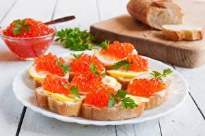 Fotos Butterbrot Meeresfrüchte Caviar Brot Bretter Teller Lebensmittel