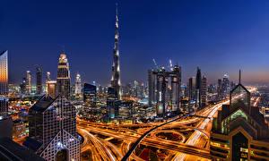 Bakgrunnsbilder Dubai De forente arabiske emirater Bygninger Skyskraper Veier Natt byen