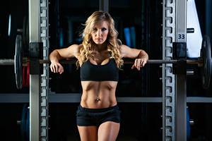Fotos Fitness Blondine Bauch Hantelstange Mädchens Sport