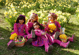 Images Parks Daffodils Easter Doll Little girls Wicker basket Glasses Grugapark Essen Nature