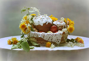 Fotos Feiertage Ostern Backware Kulitsch Taraxacum Tisch Weidenkorb Ei
