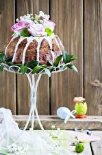 Fotos Feiertage Ostern Backware Kulitsch Rosen Bretter Ei Design das Essen
