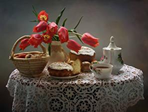 Fotos Feiertage Ostern Stillleben Tulpen Kulitsch Tee Ei Tisch Weidenkorb Tasse Lebensmittel