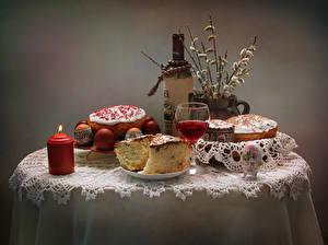 Bilder Feiertage Ostern Stillleben Wein Kerzen Kulitsch Eier Tisch Flasche Weinglas