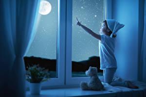 Fotos Kleine Mädchen Nacht Fenster Mond Kinder