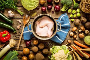 Bilder Fleischwaren Gemüse Kartoffel Zwiebel Pilze Knoblauch Hühnerfleisch Bretter das Essen