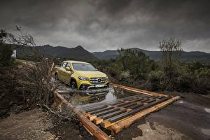 Bilder Mercedes-Benz Pick-up Gelb 2017 X-Class