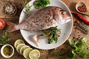 Hintergrundbilder Meeresfrüchte Fische - Lebensmittel Zitrone Gewürze Bretter Teller Lebensmittel