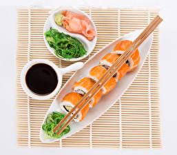Bilder Meeresfrüchte Sushi Teller Essstäbchen Sojasauce