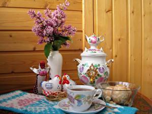 Fotos Stillleben Flieder Haushuhn Tee Bretter Vase Tasse Samowar Lebensmittel