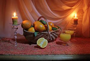 Fotos Stillleben Apfelsine Fruchtsaft Kerzen Weidenkorb Weinglas Lebensmittel