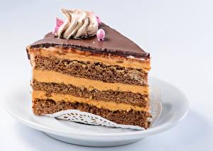 Bilder Süßigkeiten Torte Grauer Hintergrund Teller Stück