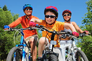 Fotos Fahrradlenker Fahrrad Drei 3 Helm Junge Brille