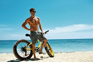 Fotos Küste Mann Fahrrad Brille sportliches
