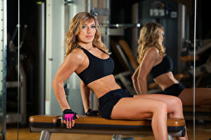 Bilder Fitness Blondine Starren Sport