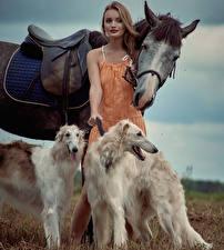 Desktop hintergrundbilder Hauspferd Hund Windhund Braunhaarige Russian hunting sighthound junge Frauen Tiere
